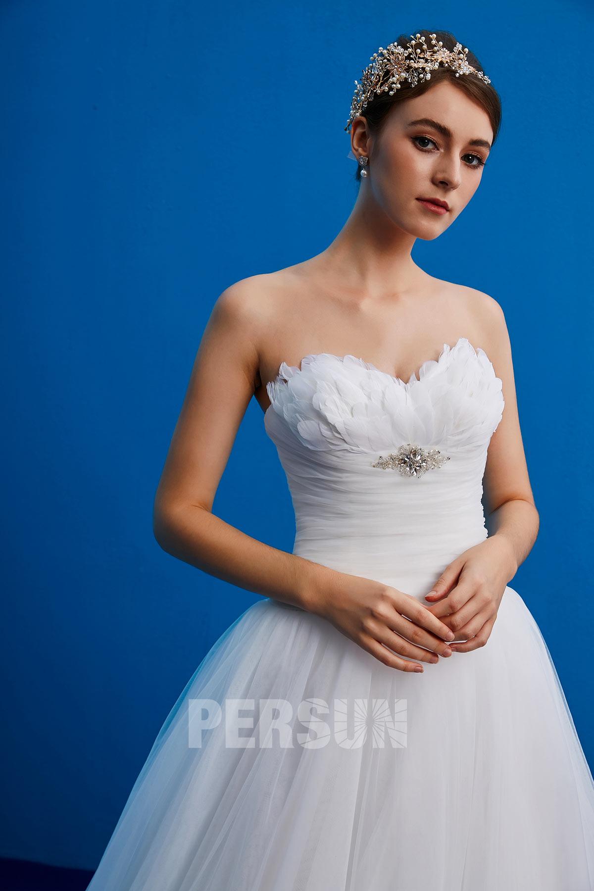 robe de mariée bustier coeur avec plumes tendance 2019