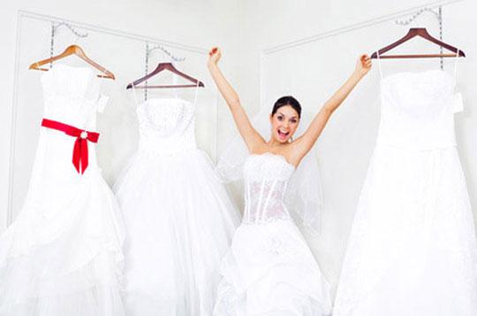 essayer une robe de mariée adaptée