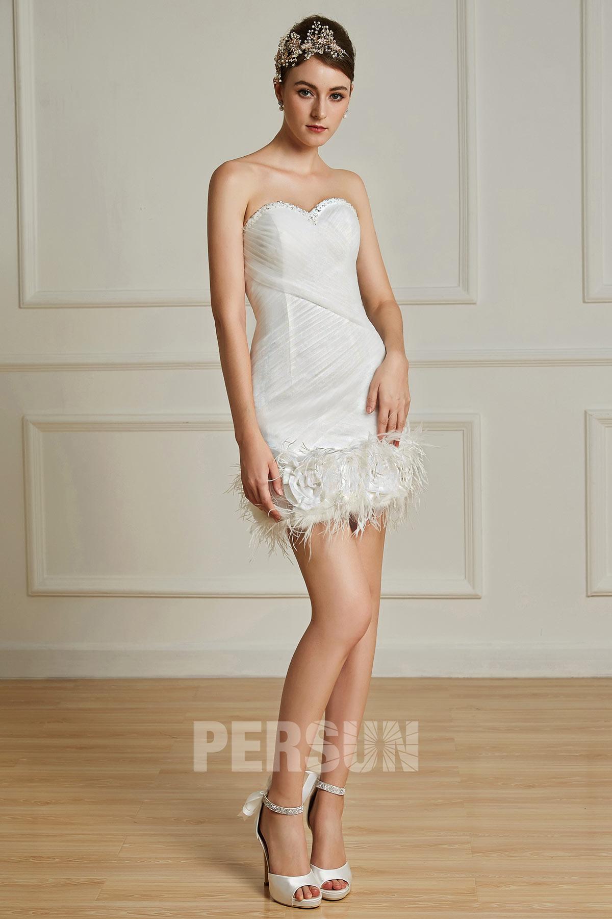 robe de mariée courte sexy bustier coeur orné de plumes