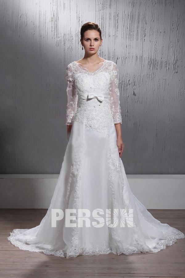 f2d8b9acb24 Robe de mariée dentelle à Ligne-A encolure en V à manches longues ...