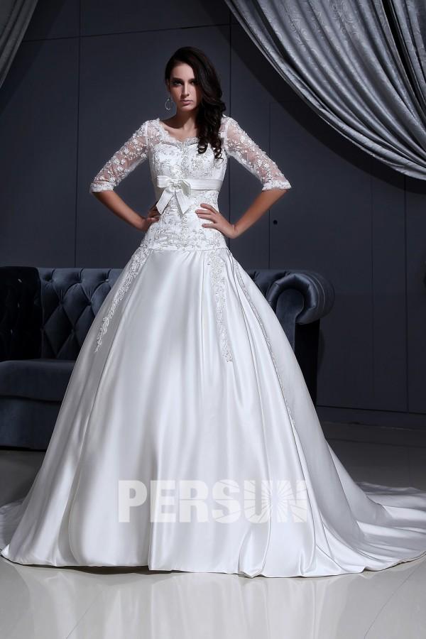 robe de mariée avec manche orné de noeud papillon