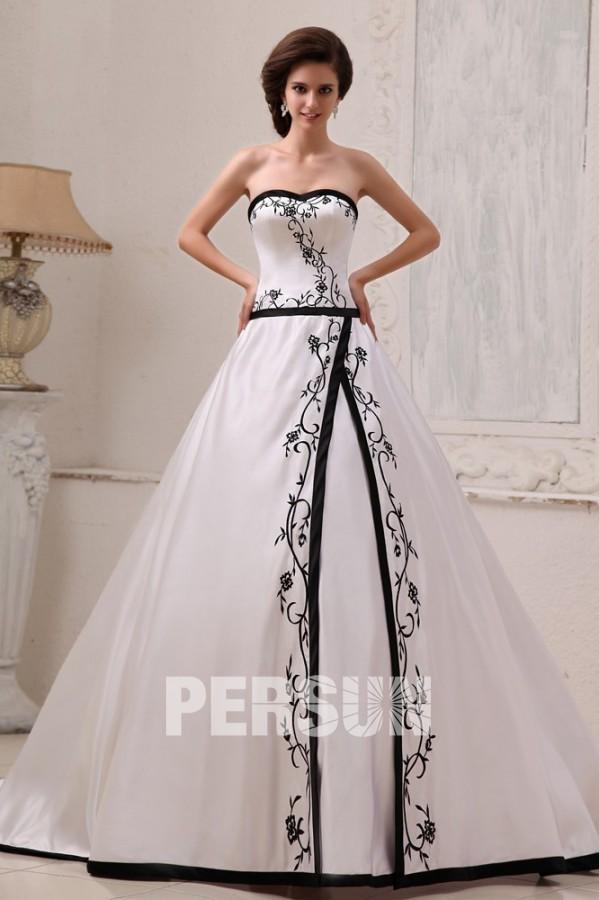 robe de mariée bustier coeur avec broderies noires