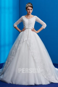 robe de mariée princesse en dentelle avec manche pour mariage hiver