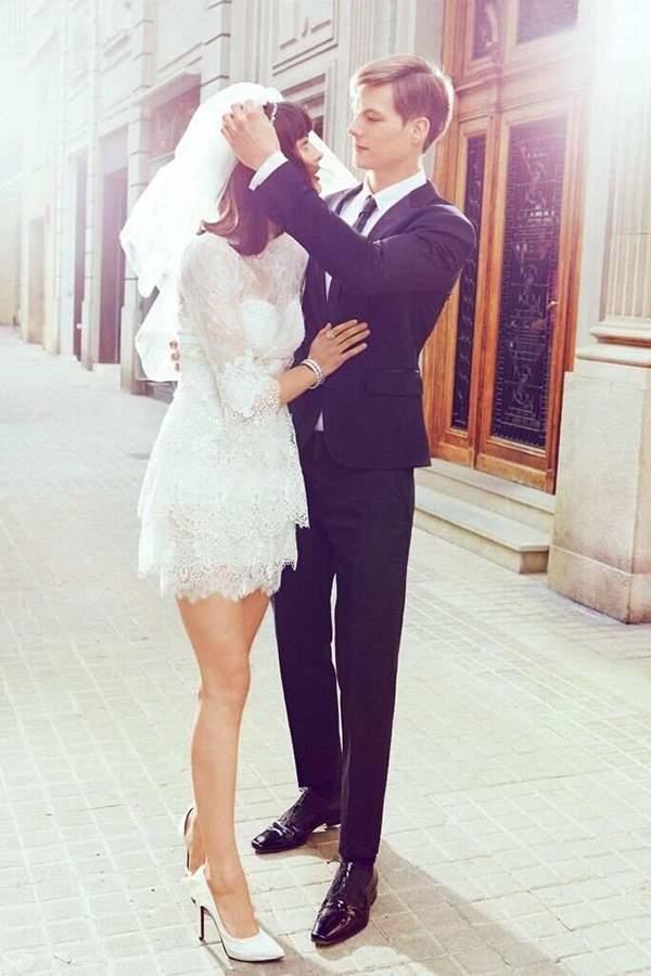 mini robe de mariée fourreau en dentelle