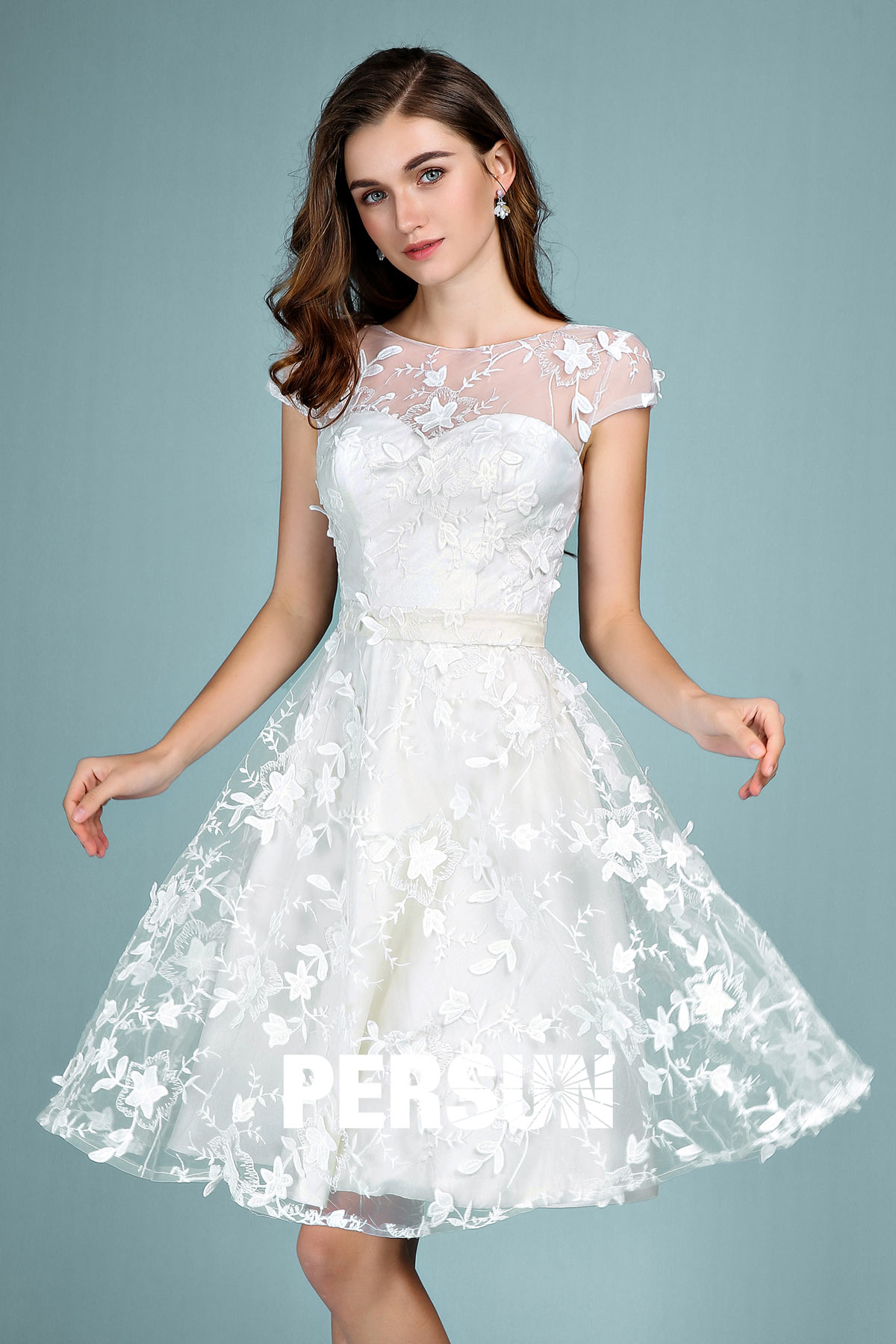robe de mariée civil courte encolure illusion florale 3D
