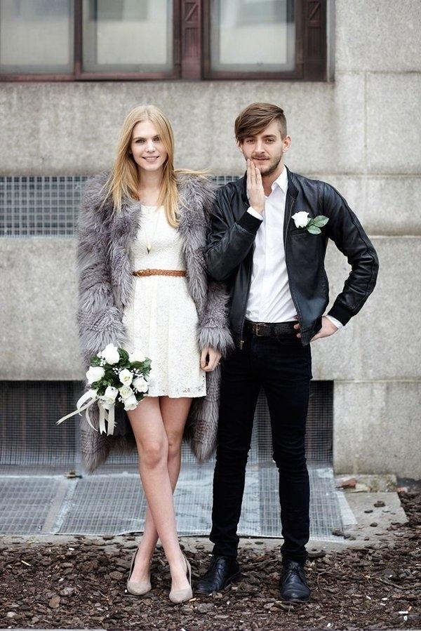 robe de mariée courte avec mateau fourrure