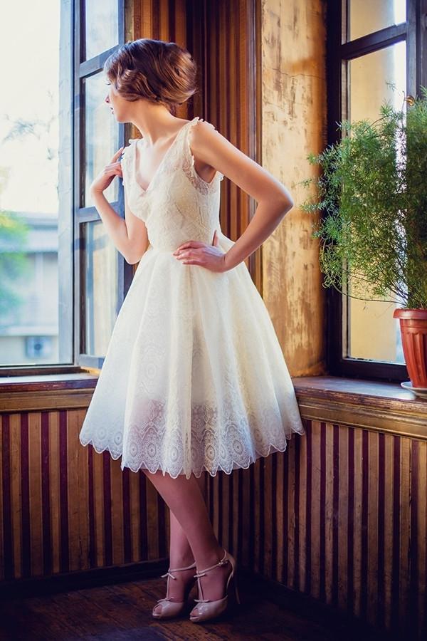 robe de mariée courte col en V en dentelle