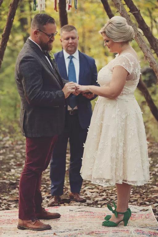 robe de mariée courte en dentelle 3D