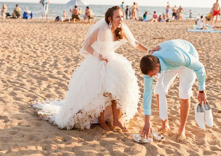 robe de mariée courte devant longue derrière de plage