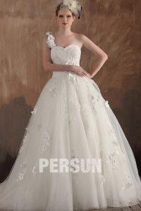 robe de mariée princesse asymétrique orné de pétales