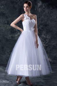 robe de mariée asymétrique princesse orné de fleurs en tulle