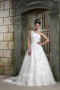 robe de mariée asymétrique orné de plumes
