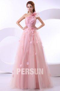 robe de mariée rose asymétrique orné de pétale