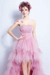 robe de mariée rose courte devant longue derrière bustier coeur embelli de strass jupe évasée