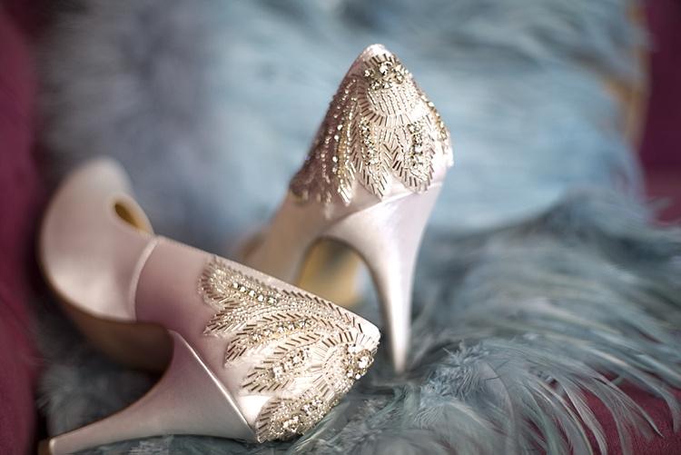 escarpins de mariée orné de bijoux à talon haut