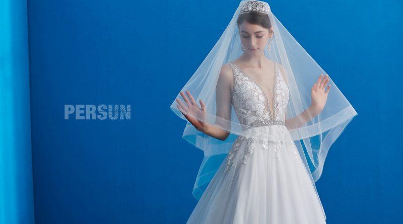 robe de mariée sexy col v plongeant en dentelle appliqué embelli de perles