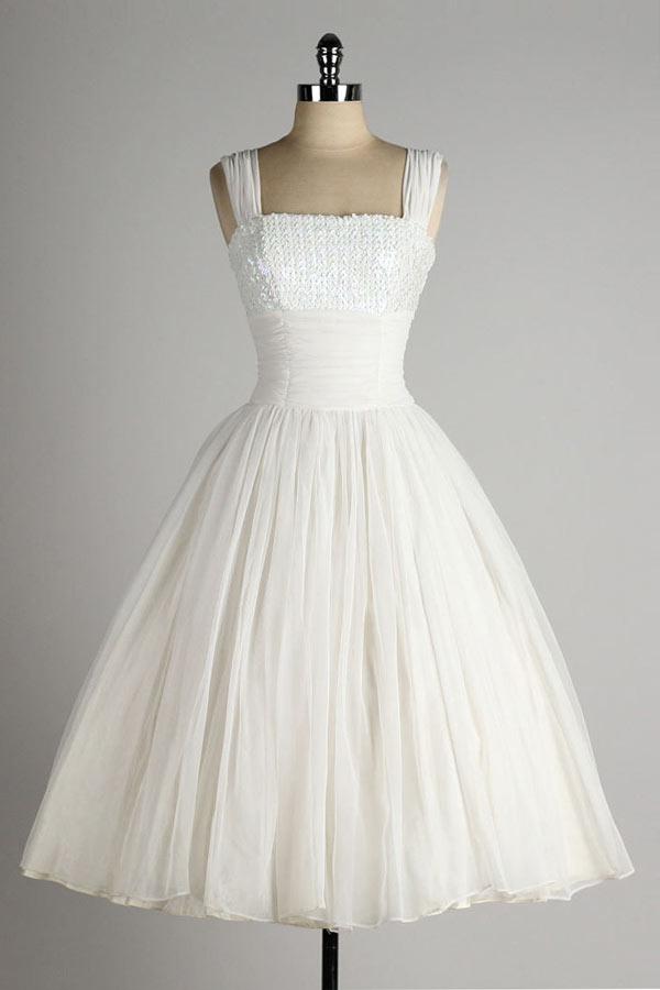 robe de mariée vintage courte bustier orné de sequins avec bretelle et jupe peincesse