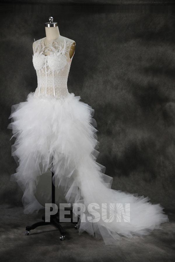 robe de mariée sexy courte devant longue derrière bustier en dentelle ornée de plumes taille avec jeu de transparence