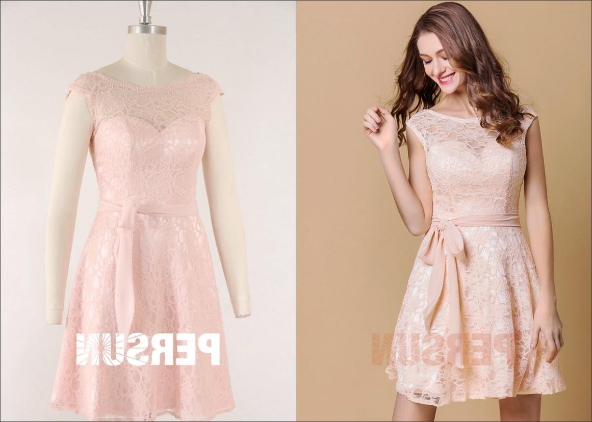 robe de soirée courte rose pâle recouvert en dentelle col illusion mancheron avec ceinture