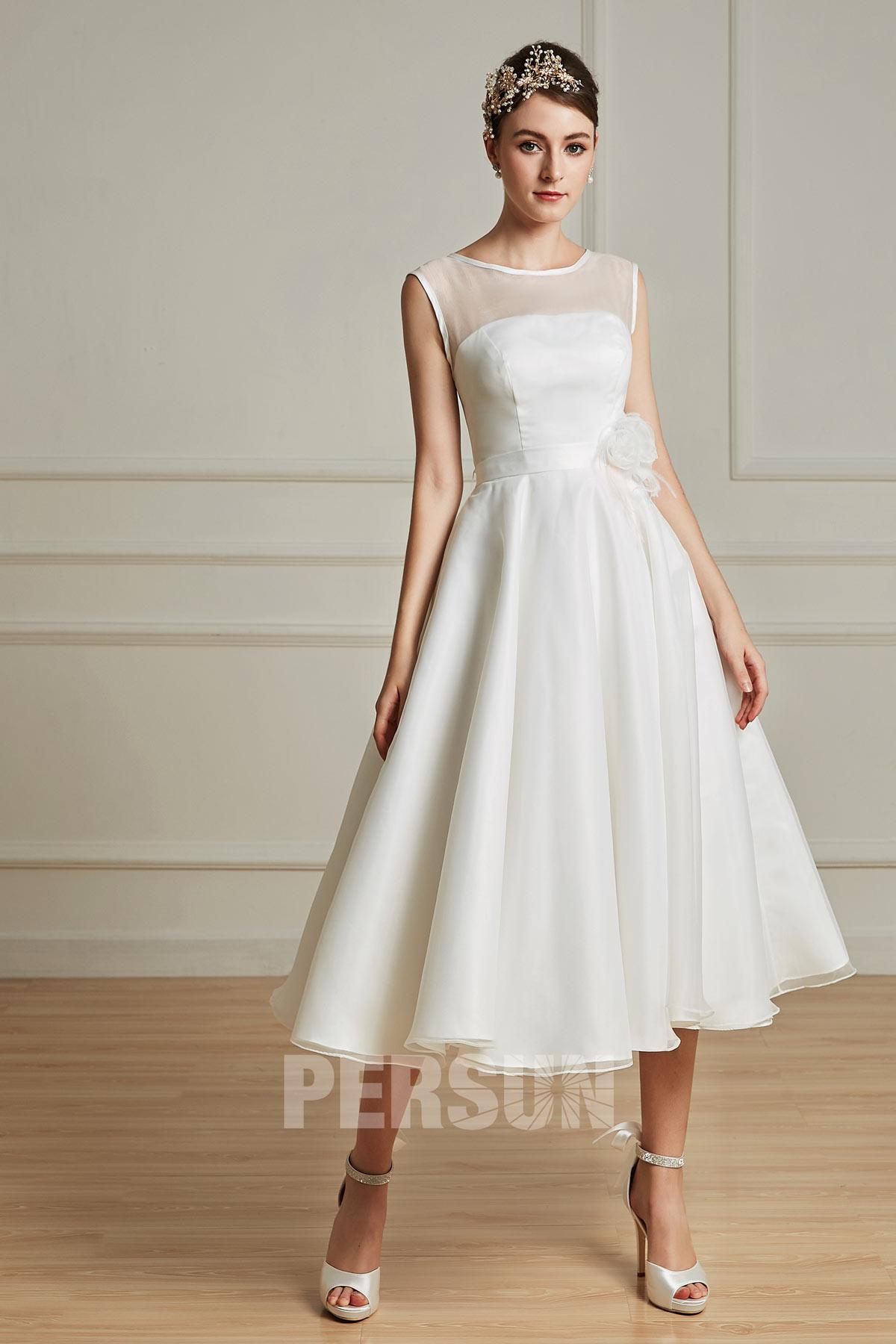robe de mariée simple mi-longue col illusion taille ornée de fleur