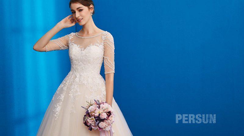 robe de mariee en dentelle appliquée col illusion avec manches courte transparente
