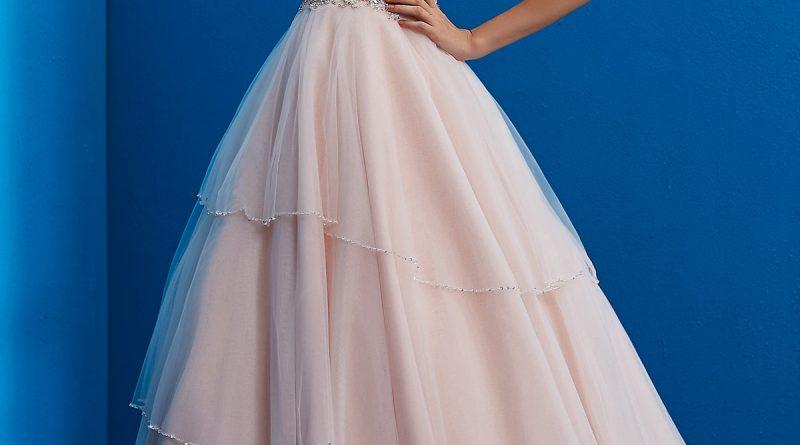 robe de mariée rose en dentelle bustier coeur embelli de strass