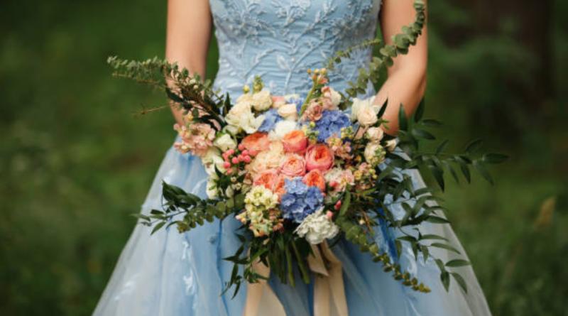 robe de mariée bleu en dentelle guipure