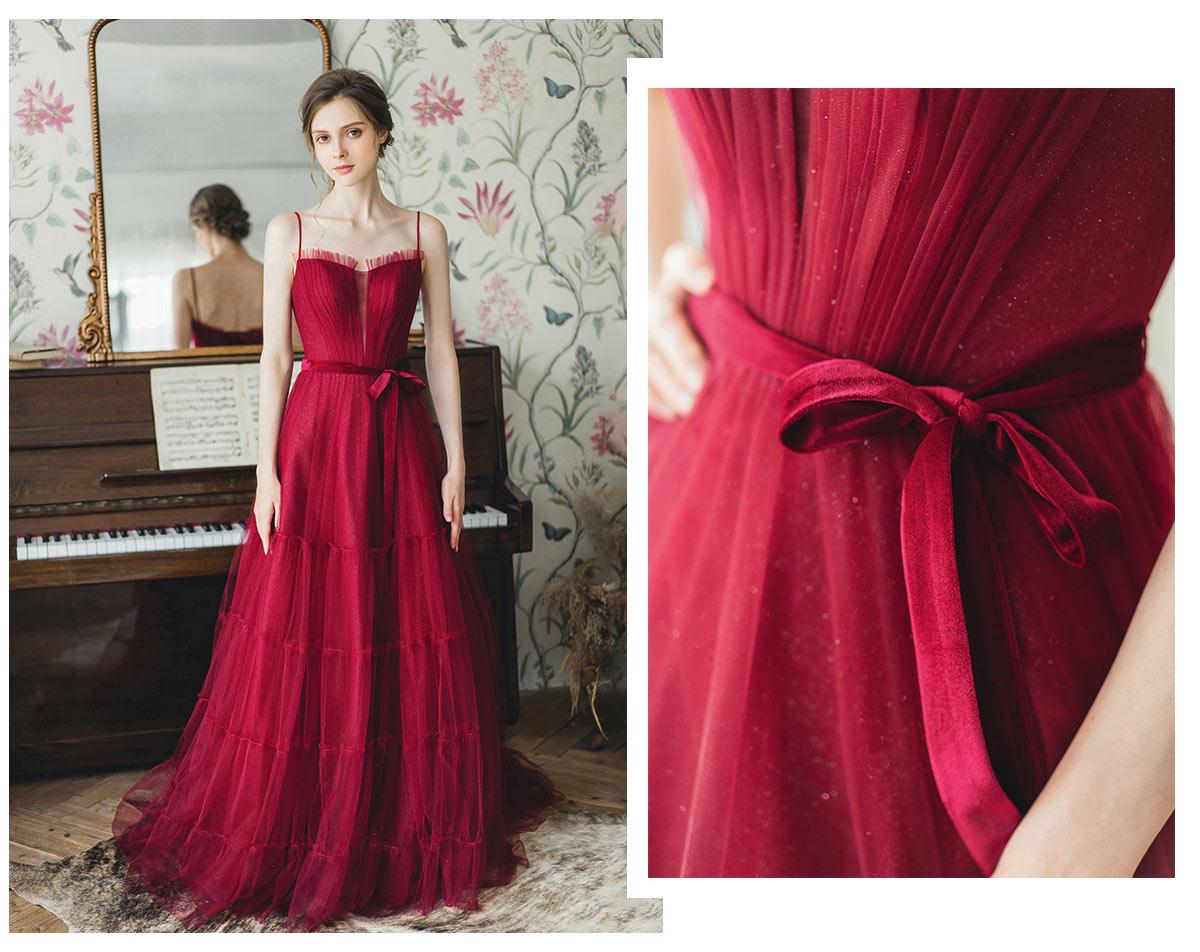 robe soirée rouge rubis en paillettes col v plongeant transparent à bretelle fine