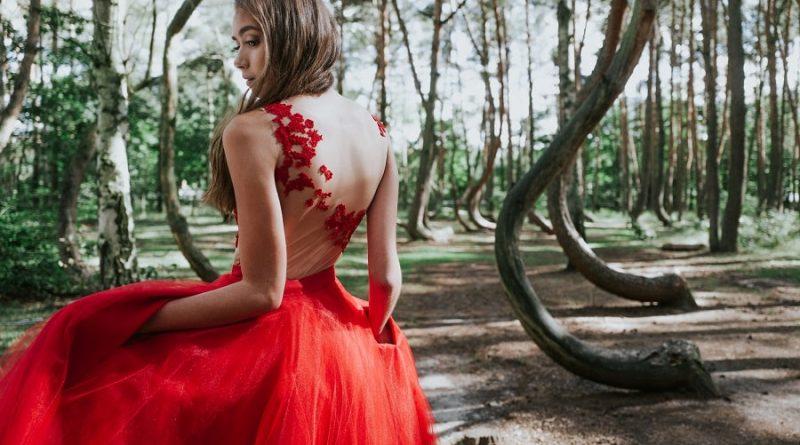 Robe de mariée grande taille : Quand le rouge se révèle être un véritable atout stylistique et esthétique