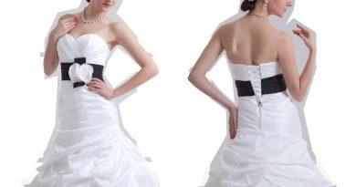robe de mariée trompette bustier plissé embelli de taille noire embelli de fleur et jupe brouillonnée