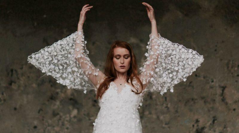 Robe de mariée à manches évasées: les détails pour une allure des plus originales