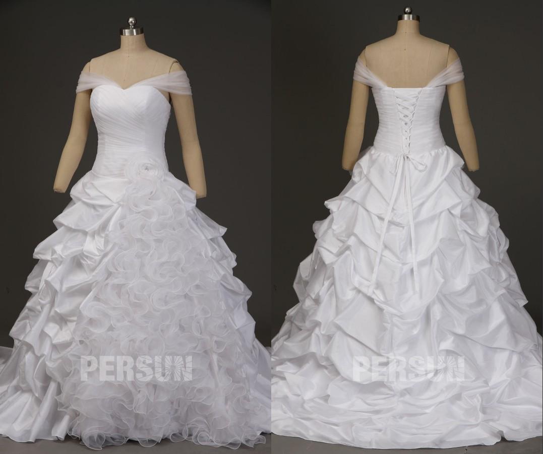 robe de mariée princesse épaule dénudée jupe brouillonné à traîne chapelle