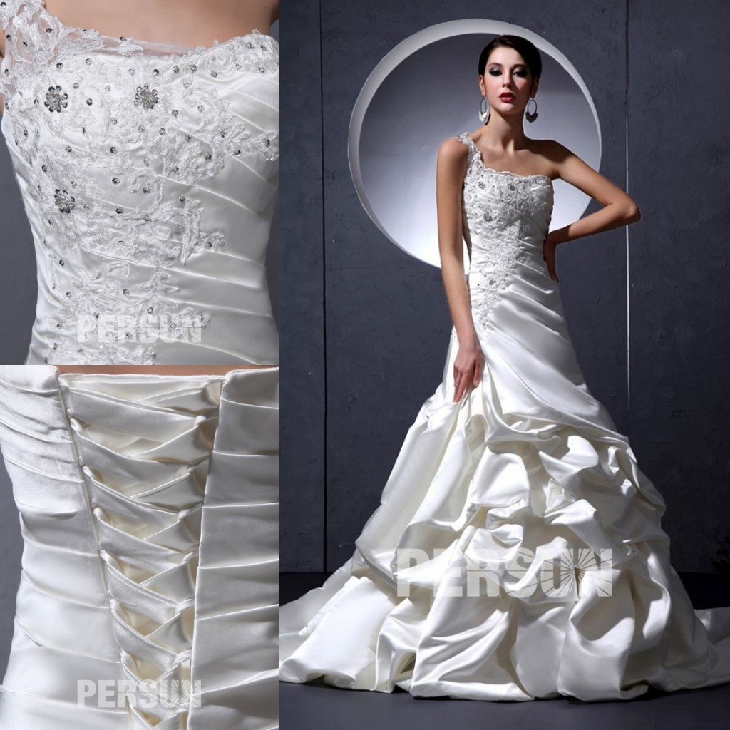 robe de mariée trompette asymétrique appliquée de dentelle et jupe brouillonné