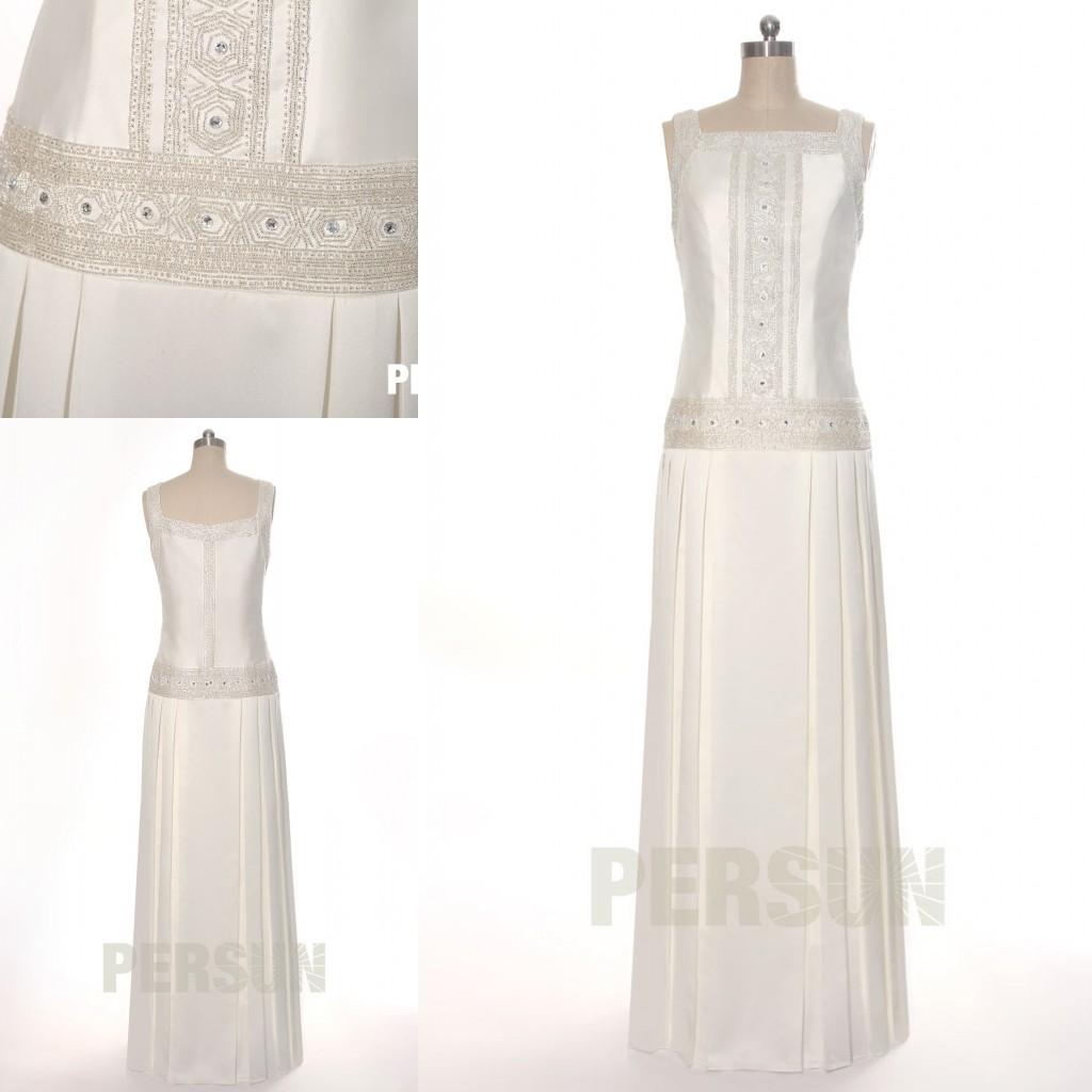 robe de mariée colonne col carrée travaillé de strass exquis