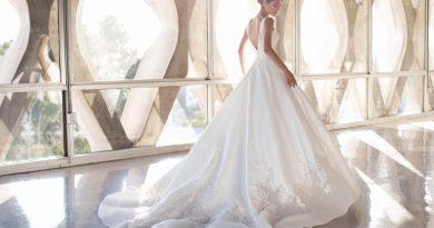 robe de mariée princesse 2021 dos nu bordé de dentelle florale