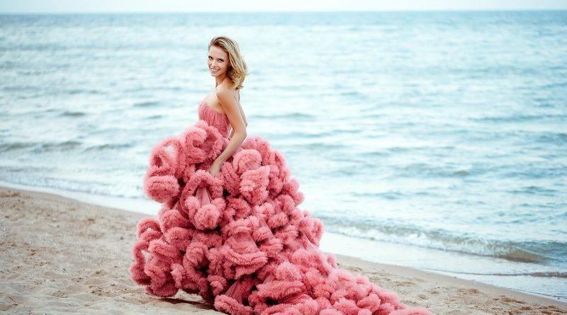 robe de mariée rose bustier jupe froufrou fantaisie