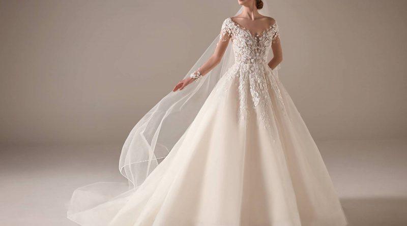 robe de mariée princesse en dentelle appliquée