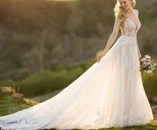 robe de mariée decollete v en dentelle appliquée